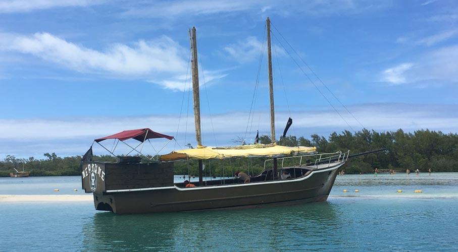 palmier-tour-agence-de-voyages-L'île-aux-Cerfs-en-bateau-pirate-1