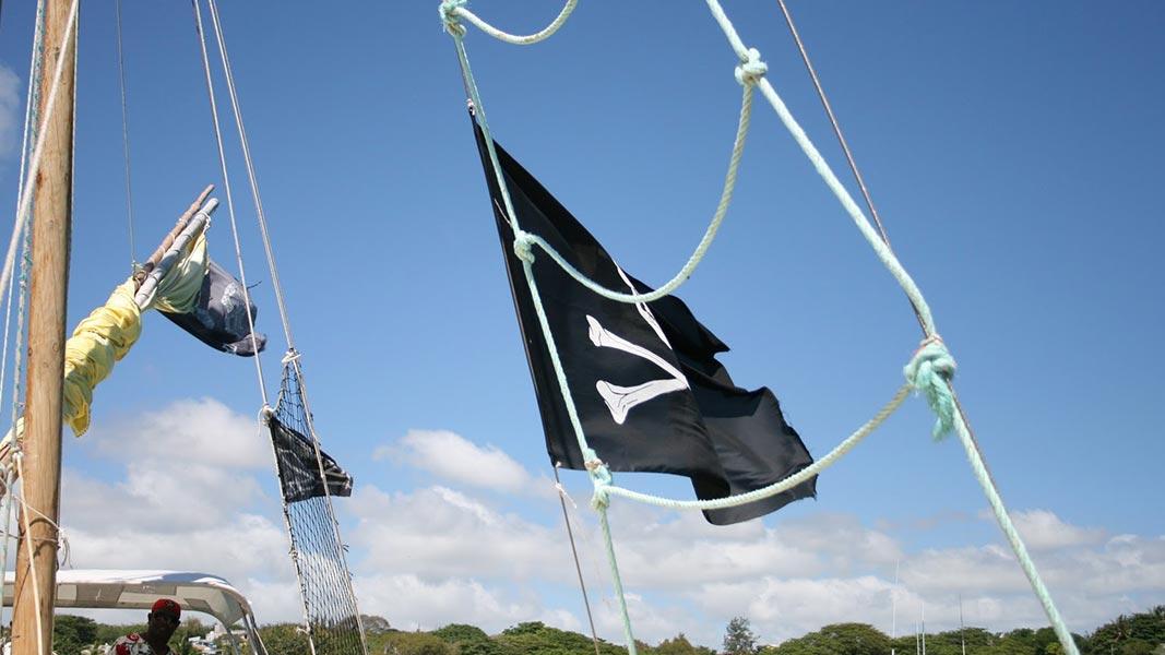 palmier-tour-agence-de-voyages-L'île-aux-Cerfs-en-bateau-pirate-2