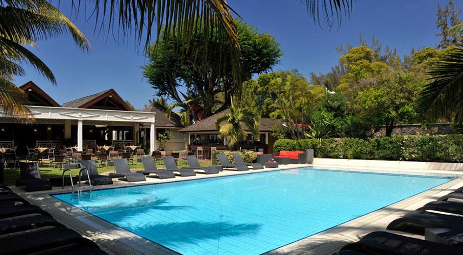 palmier-tour-agence-de-voyages-alamanda-piscine-proche