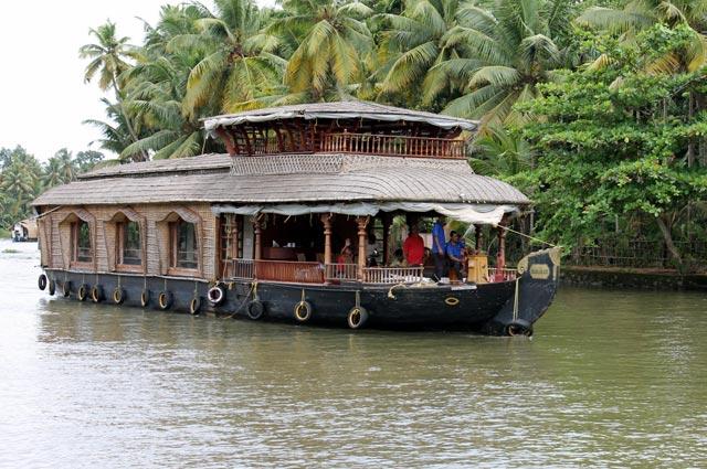 palmier-tour-agence-de-voyages-inde-bateau-sur-le-kerala